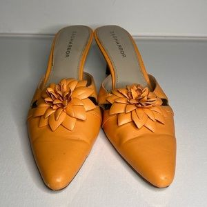 Sag harbor creamsicle colored low heel with flower